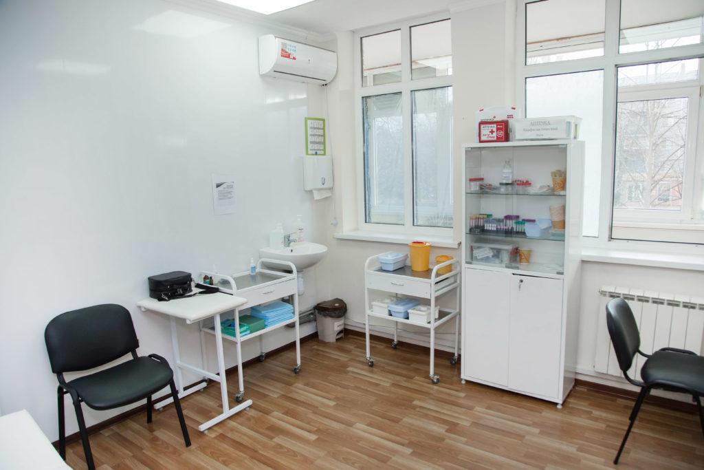 Процедурный кабинет клиники Микстура Плюс